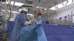 有过程中的手术的手术室 股票录像