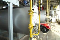 有运行在气体燃料的锅炉的锅炉室 库存图片