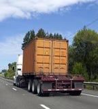 有运输货柜的平板车卡车 免版税图库摄影