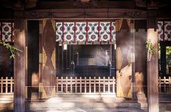 有透明帷幕的法坛在Hikawa jinja寺庙,大宫, Sa 图库摄影