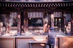 有透明帷幕的法坛在Hikawa jinja寺庙,大宫, Sa 库存照片