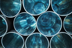 有透视的空的蓝色光亮的金属管 库存图片
