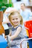 有逗人喜爱的乐趣的女孩一点 免版税库存图片