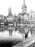 有通入的美丽的小游艇船坞对大广场 免版税库存照片
