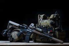 有遏声器的,防弹背心,盔甲步枪 库存图片