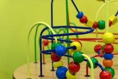 有道路的教育木逻辑玩具在小孩婴孩在托儿所屋子里 图库摄影