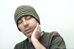 有遭受牙痛的圆鼓的面孔的人 库存图片