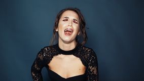 有遭受的表示的哭泣的女孩 女性消极情感 股票录像