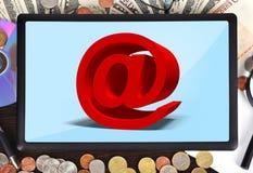 有邮件标志的片剂 免版税库存照片