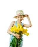 有郁金香花束的美丽的女孩在白色背景握太阳帽子手被隔绝 免版税库存图片