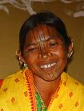 有部族表面绘画的部族夫人 图库摄影