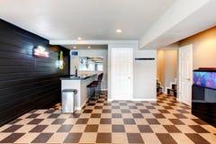 有酒吧的娱乐室 免版税图库摄影