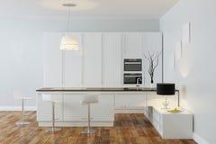 有酒吧的(正面图)白色豪华高科技厨房 库存图片