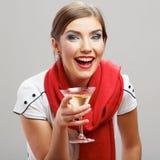 有酒杯的美丽的微笑的妇女 免版税库存图片