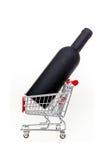 有酒瓶的购物车在它酒的s概念性图象 免版税库存图片