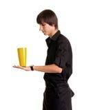 有酒精鸡尾酒的年轻侍酒者 库存照片