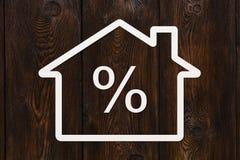 有里面百分号的纸房子 抽象概念性图象 免版税库存图片