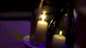 有里面蜡烛的装饰瓶 夹子 在瓶的美好的时髦的蜡烛 一个蜡烛在瓶烧 影视素材
