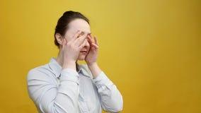 有重音头疼问题的妇女 股票视频