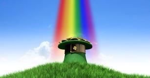 有金子的妖精帽子在草山 库存照片