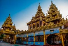 有金子的美丽的寺庙在一个小镇Hha-an 缅甸 缅甸 库存图片