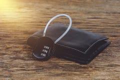 有金属安全锁的钱包有密码或密码的在wo 库存照片