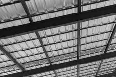 有金属屋顶板料的黑钢屋顶 免版税库存照片
