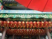有金油漆艺术性的设计的朱红色的灯笼 免版税图库摄影