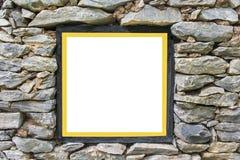 有金边界的黑木相框在老石墙背景 库存照片
