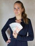 有金钱的女孩在手中 免版税库存图片