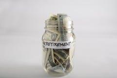 有金钱的金属螺盖玻璃瓶退休的 免版税库存图片
