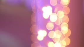 有金黄和紫色光的,特写镜头圣诞节诗歌选 Bokeh 股票视频