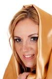 有金织品的妇女在头 免版税库存照片