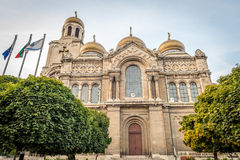 有金黄圆顶的假定大教堂,瓦尔纳,保加利亚 免版税库存照片