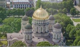 有金黄塔的大教堂 图库摄影