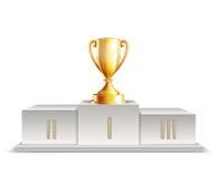 有金黄战利品杯子的指挥台优胜者 库存图片