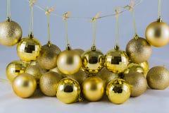 有金黄泡影的圣诞老人 免版税库存照片