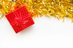 有金黄的红色礼物盒 库存图片