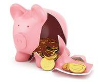 有金黄硬币的存钱罐 免版税库存照片