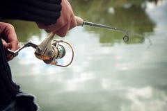有钓鱼竿的渔夫 免版税图库摄影