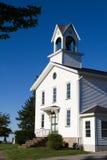有钟楼的古国教会 免版税库存图片