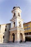 有钟楼的美丽的石街道在老镇普罗夫迪夫,保加利亚 免版税图库摄影