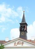 有钟楼的议院 库存图片
