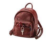 有钥匙和钱包的红色妇女` s背包 图库摄影