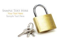 有钥匙的金挂锁 免版税库存图片