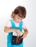 有钱包的女孩 免版税图库摄影