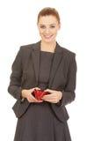 有钱包的愉快的女实业家 免版税库存照片
