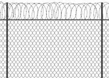 有铁丝网的金属篱芭 库存照片