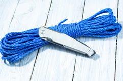 有铁夹子的一把经典铁刀子以被折叠的形式 免版税库存图片