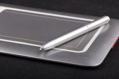 有铁笔的竹小型笔片剂 免版税库存图片